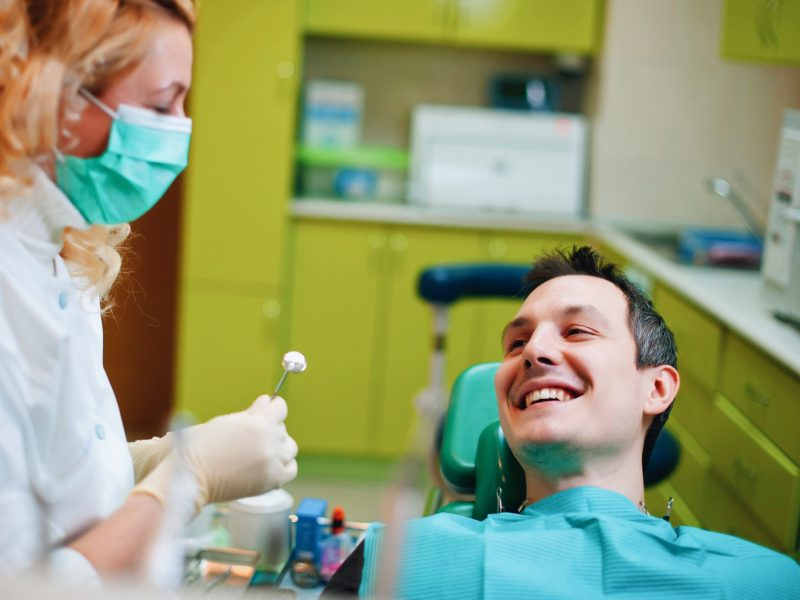 ¿Qué es un blanqueamiento dental?